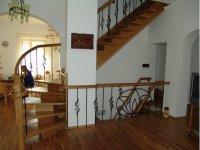 Лестницы из дерева на заказ высокого качества.